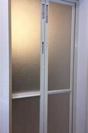 浴室ドア アクリル板施工事例