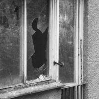 窓ガラスの割れる原因